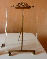 Grand Cadre Photo Ancien, Laiton Et Verre 20 X 15cm. Verre Biseauté , éclat Angle Sup G, Et Inf D - Autres Collections