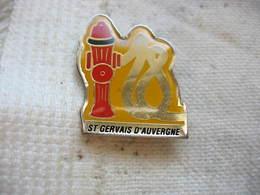 Pin's Des Sapeurs Pompiers De St GERVAIS D'AUVERGNE - Bomberos