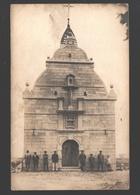 Originele Fotokaart / Original Photo Card - To Identify - Werklui Bij Kapel / Ouvriers à La Chapelle / Workmen At Chapel - Cartes Postales