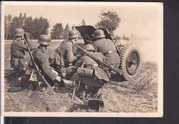 Postkarte Wehrmacht PAK Bei Der Abwehr Eines Angriffs - Briefe U. Dokumente