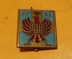 29° Division D'Infanterie, émail, Plat, Dos Lisse FABRICANT Carré à Une Croix Dorée Cantonnée De Bleu Et Chargée D'un Ai - Army