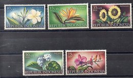 INDONESIE  Timbres Neufs ** De 1957  ( Ref 5738  ) Fleurs - Indonesia