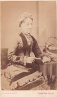 ANTIQUE CDV PHOTO.- SEATED LADY WEARING HAT TUNBRIDGE WELLS STUDIO - Photographs