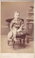 ANTIQUE CDV PHOTO.- SMALL BOY WITH HAT ON CHAIR.  YEOVIL STUDIO - Old (before 1900)