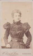 ANTIQUE CDV PHOTO.- LADY WITH 'PUFFED' SHOULDER ON HER BLOUSE.. LONDON STUDIO - Photographs