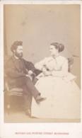 ANTIQUE CDV PHOTO.-SEATED COUPLE.  EDINBURGH STUDIO - Old (before 1900)