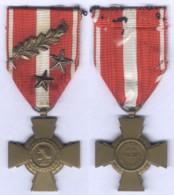 Médaille Croix De La Valeur Militaire Avec Palme Et 2 étoiles - France