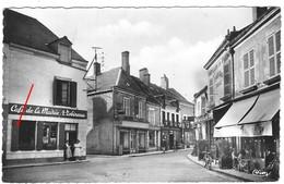 45 LOIRET Place Gambetta Devant Chez Robineau Café De La Mairie à JARGEAU - Jargeau