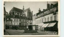 89* ST FLORENTIN CPSM Place Des Fontains - Saint Florentin