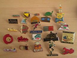 A Prix Cassé !!! LOT19-022 De 25 Pin's En Très Bon état , Tous Différents , Avec Leurs Attaches - Loten