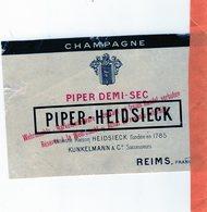 Militaria 39-45 Occupation Allemande:champagne Heidsieck,Moet Et Chandon,Perrier ;3 Etiquettes Pour La Wehrmacht (scan) - 1939-45