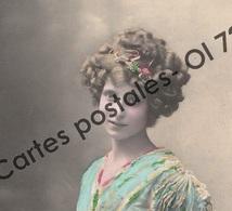 CPA - Fêtes - Voeux > Bonne Fête - Femme Avec Bouquet - Holidays & Celebrations