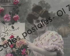 CPA - Fêtes - Voeux > Bonne Fête - Femme Avec Bouquet - Réhausses Dorées - Holidays & Celebrations