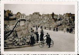 COMPIEGNE (OISE ) 1940 Photo Werhmacht WW2 ,  . Panneaux Population . - 1939-45
