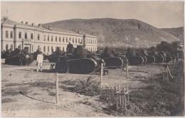DAMAS - La Caserne Des Tirailleurs Avec Les Tanks ... Djebel Druze - CP Photographique TBon Etat  (voir Scan) - Guerre, Militaire
