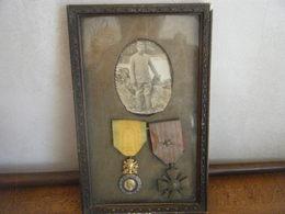 Cadre Avec Ses Médailles + Photo Poilu - 1914-18