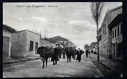CPA  --  ALBANIE  --  KUJTIM NGA SHQYPENIA  SHKODRA  ATTELAGES D ANES DANS UNE RUE  900.D - Albanien
