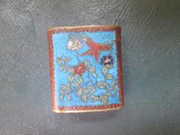 Un Petit Objet  Vase Ou Boite Metalique - Autres Collections