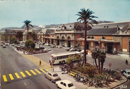06. NICE. BUS DEVANT LA GARE - Buses & Coaches