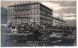 TRIESTE - Piazza Ponte Rosso - Trieste