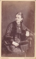 ANTIQUE CDV PHOTO.SEATED LADY WEARING  NECKLACE.  MANCHESTER  STUDIO - Photographs