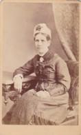 ANTIQUE CDV PHOTO.SEATED LADY WEARING HAT.  BARKING ROAD STUDIO - Photographs