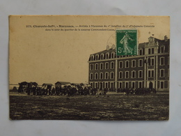 C.P.A. : 17 MARENNES : Arrivée à Marennes Du 1er Bataillon, Du 7e D'Infanterie Coloniale Dans La Cour, Timbre En 1908 - Marennes