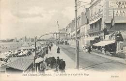 CPA 44 - VENDEE - LES SABLES D'OLONNE LE REMBLAI ET LE CAFE DE LA PLAGE ND Phot - Sables D'Olonne