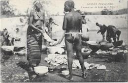 Guinée Française Types De Laveuses Sur Les Bords Du Niger Seins Nus - Afrique Du Sud, Est, Ouest