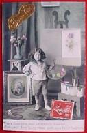 Cpa Photo ENFANT JEUNE PEINTRE  ATELIER, PALETTE PINCEAUX TABLEAUX  , CHEVALET , POTS  CUTE BOY PAINTER EDITEUR ETOILE - Escenas & Paisajes