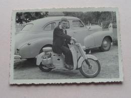 Oude VESPA ( Moto ? ) + Old CAR  ( Zie / Voir Photo ) 1 Stuks ! - Automobiles