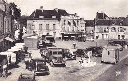 CPA - 72 - LA CHARTRE SUR LOIR - Place De La République Et L'hôtel De France - 1519 - France