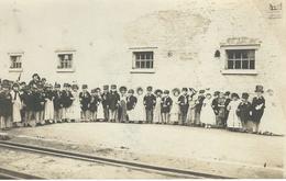 CHIMAY : Carte Photo - 1930 Groupe D'Enfants - Rue De Bourlers - Chimay