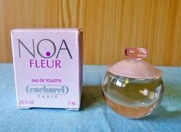 """Miniature  """"NOA Fleur"""" De CAcharel Eau De Toilette 7 Ml Dans Sa Boite (M076) - Miniatures Modernes (à Partir De 1961)"""
