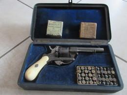 BEAU COFFRET D'UN REVOLVER ST- ETIENNE CAL 7MM A BROCHE - Decorative Weapons