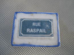 Fève Rue Raspail Série  Personnalisée Henri Saint Quentin Année 2002 - Fèves - Rare T Perso - Regions