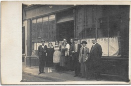 à Identifier : CARTE PHOTO -  Devant Un Commerce - Café ? - - Postkaarten