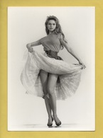 2369 * Actrice * Brigitte BARDOT En 1954 ** Photo Sam Levin ** Edition Hazan Paris 1988...Collection Image Noire - Attori