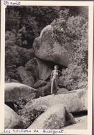 29  HUELGOAT .  PHOTO. DEVANT LES ROCHERS. 27 AOÛT 1955 - Places
