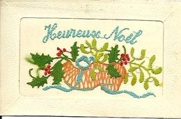 Carte Brodée Heureux Noël Avec Sabot, Gui Et Houx - Bordados
