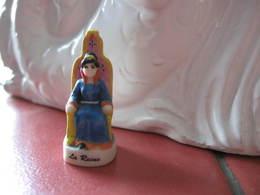 Fève La Reine Série  Les Mousquetaires En Mat Année 2002 - Fèves - Rare - History
