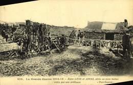 62 ENTRE LENS ET ARRAS ABRIS EN TERRE BATTUE CREE PAR NOS ARTILLEURS / A 268 - Guerre 1914-18