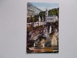CPA Photo - La Basilique Et La Grotte 1966, Avec TP 0,25 F. - Lourdes