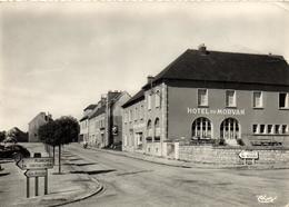 1 Cpsm Montsauche - Hôtel Du Morvan Et Place Des Acacias - Montsauche Les Settons