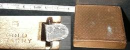 Rare Ancien Double Mètre Ruban Plaqué Or GOLD STARRY, Décor Guilloché - Outils