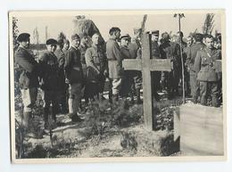 MILITAIRES - Prisonniers Français à OFFLAG IVD - Enterrement D'un Prisonnier  Photo 10.2 X 7.2 Cm - Régiments
