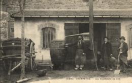 C 0903 - Scène Champêtre   Les Bouilleurs De Crû     Alcool  Tonneaux De Vin - Métiers