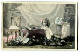 CPA  Enfant - Toilette - Scènes & Paysages
