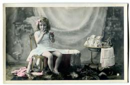 CPA  Enfant - Toilette - Szenen & Landschaften