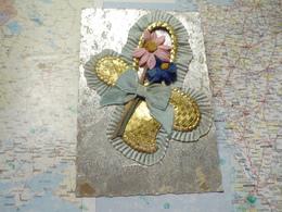 Bouquet De Fleurs En Textile Et Carton Doré - Cartes Postales